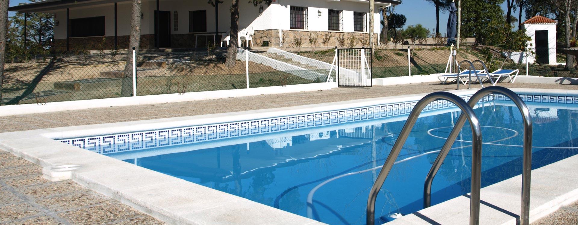 Totalmente equipada con piscina, solarium, cancha de baloncesto, barbacoa..